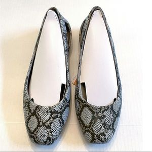 Crocs Women's Sloane Graphic Flat Shoes Size 7 NWT